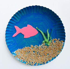 Art and Craft Activity Paper Plate Fish Tank6  sc 1 st  SuperBabyOnline & Art and Craft Activity: Paper Plate Fish Tank